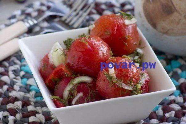 Помидоры закусочные. Отличная закуска из свежих домашних помидорчиков!  Вам потребуется:  Помидоры 1 кг Перец болгарский (красный) 1 шт Лук репчатый 180 г Укроп свежий 1 пучок Чеснок 0.5 шт Вода 1 л Соль 50 г Сахар 120 г Уксус 9% 100 г  Как готовить:  Этап 1. Помидоры крайне желательны домашние - без химии, с особым сладковатым солнечным вкусом. Также потребуется мясистый перец, немного лука, свежего укропа, также понадобится пара зубочков чеснока.  Этап 2. Также потребуются уксус, сахар…