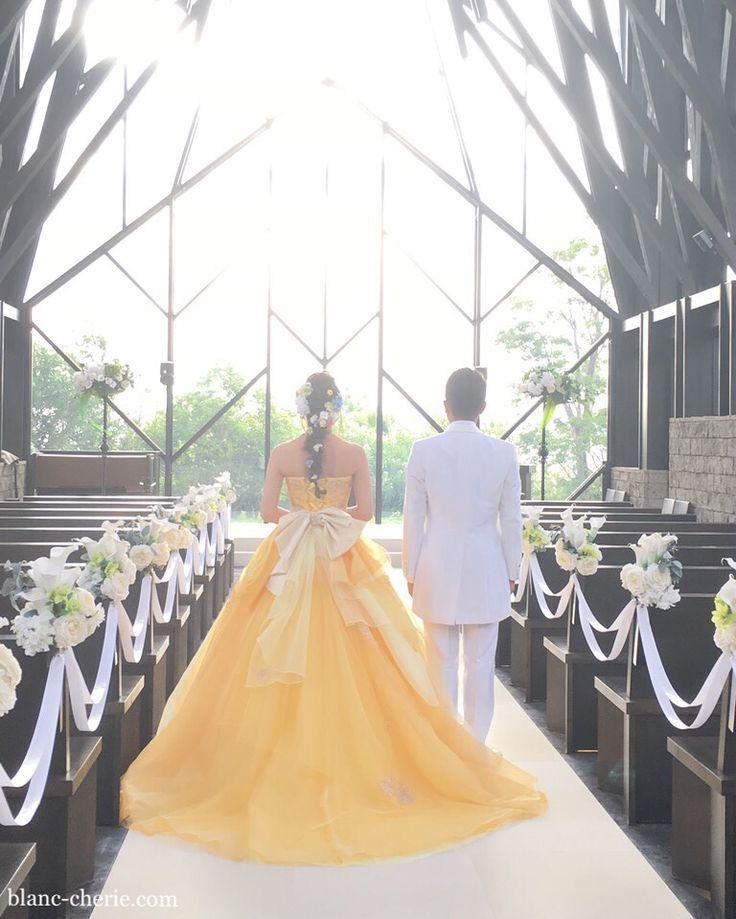 ヘッドドレスをオーダーして頂いた花嫁さまから前撮りのお写真を頂戴しました♡ ・ ・ ・ ・ ・ #ブライダルヘアドレス #髪飾り#フォトウェディング #ヘアアレンジ #ウェディングヘアアレンジ #結婚式 #結婚準備 #プレ花嫁 #関西花嫁 #大阪花嫁