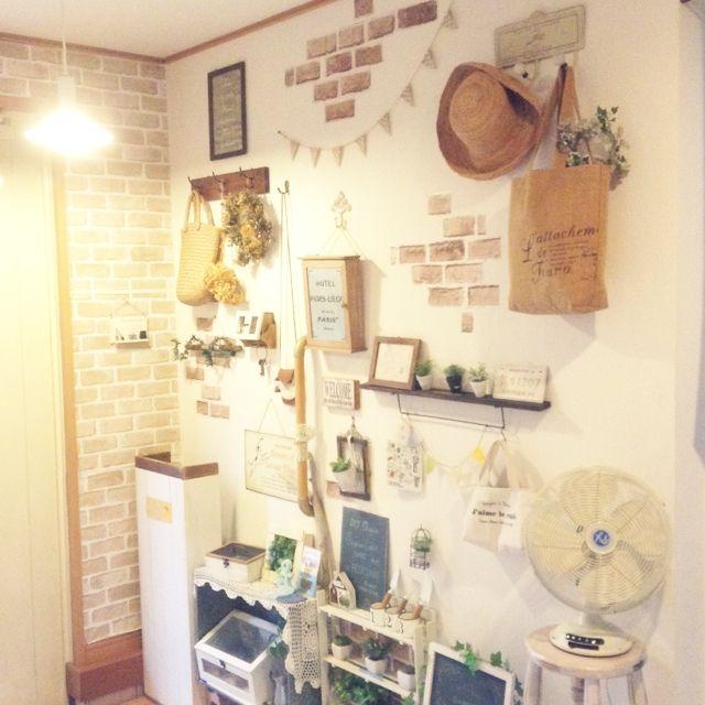 kohakuruさんの、玄関/入り口,ダイソー,植物,雑貨,100均,扇風機,DIY,セリア,ガーランド,すのこ,フェイクグリーン,ナチュラルキッチン,サインプレート,レンガシート,いつもいいね!ありがとうございます♪,数十分プチDIY,グリーン×雑貨,のお部屋写真