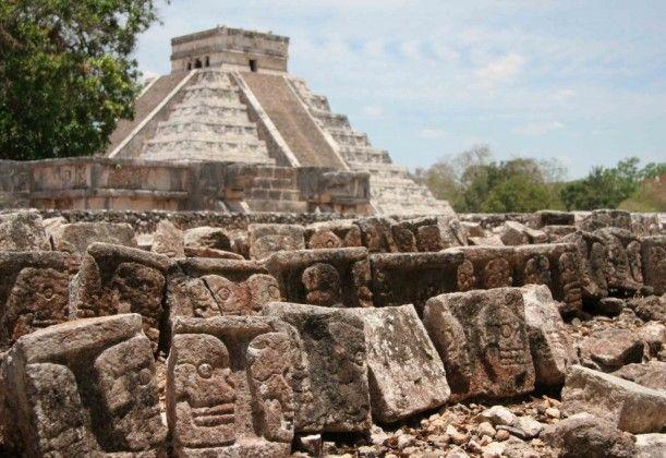 Pyramid at Chichén Itzá: Yucatan Peninsula, Mexico - World of New7Wonders