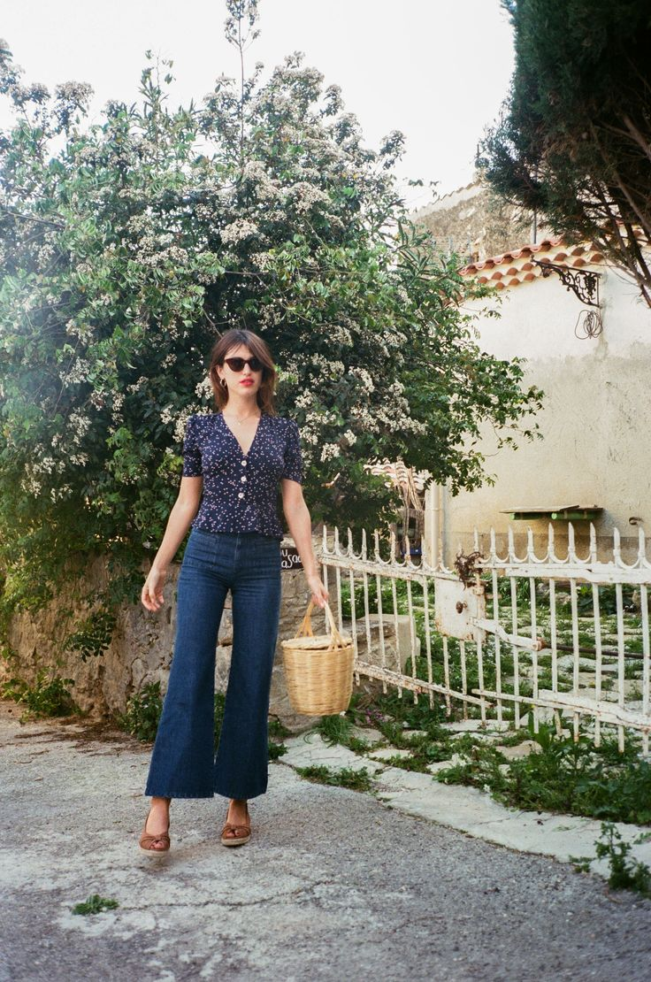 spring: 70s style, blouse with buttons, blue shades with camel, wide leg denim, camel espadrilles, panier, cateye sunglasses.