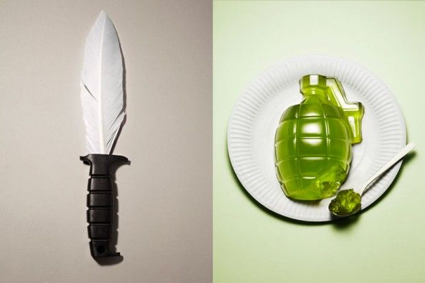 knife-with-feather-for-blad-and-grenade-made-from-jello
