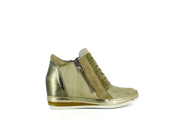 Rodeo Sand   Lace sneakers in real leather vintage effect. Inner removable wedge 4,5 cm high, rubber sole 2cm high