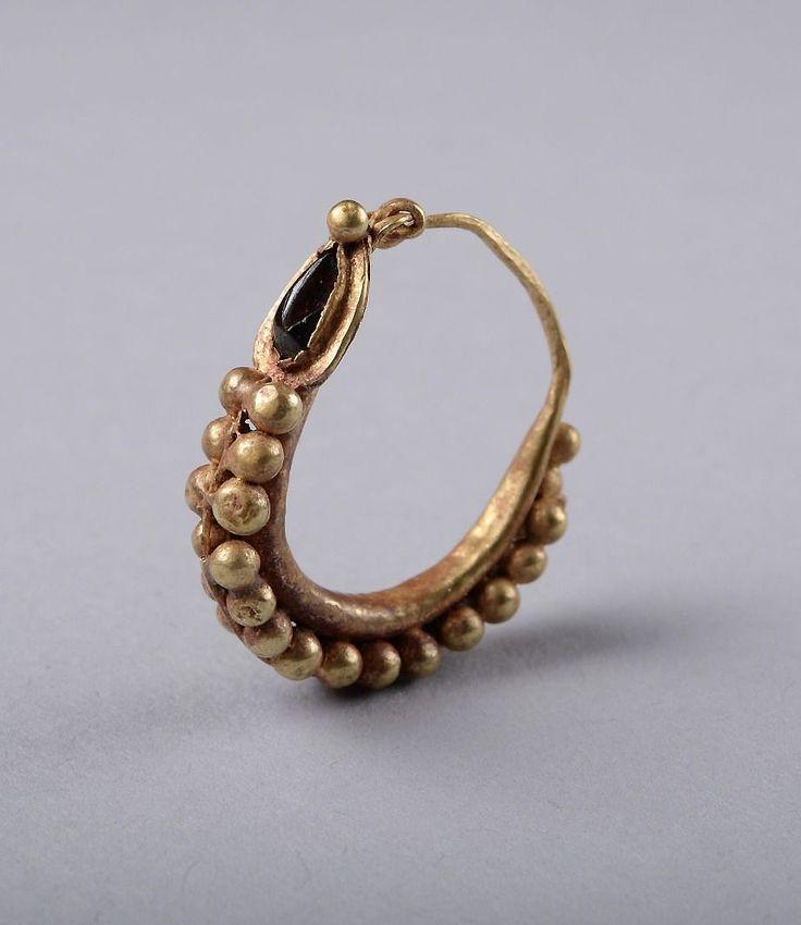 Earring-200-AD Ancient-Roman-Gold-amp-Garnet-Earring-200-AD