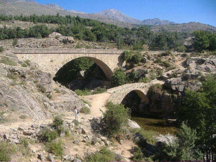 Corsica - Ponts Genois Albertacce Ponte Altu (Haute-Corse) est un pont génois sur le Golo, en aval du pont routier de la D84.