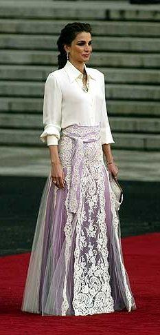 Vestidos de festa   O estilista Sandro Barros fala sobre o modelo certo, vestidos de noiva e tendências Looks de festa da Rainha Rania da Jordânia, referência de estilo de Sandro Barros.: