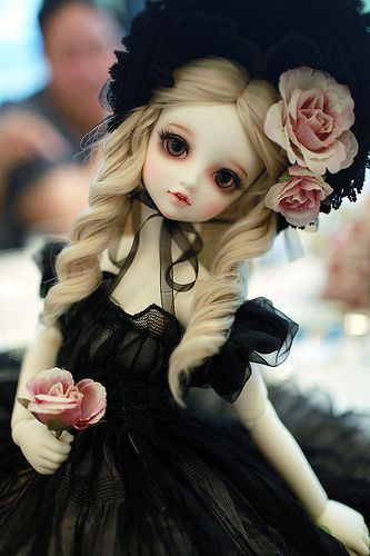 Love her outfit and faceup