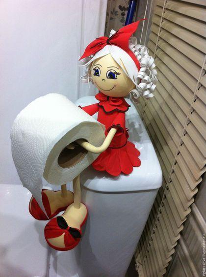 Купить или заказать Кукла-держатель для туалетной бумаги в интернет-магазине на Ярмарке Мастеров. Кукла-держатель для туалетной бумаги выполнена из фоамирана (пластичная замша).Она приятна на ощупь, хорошо сохраняет заданную форму, не боится влаги.Кукла интерьерная,созданная специально для ванной комнаты. Возможно выполнение в любом цвете на Ваш выбор! Эта кукла придаст изящества и подчеркнет любой интерьер ванной комнаты!