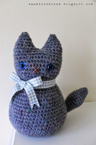 Annaboo's house: Moggy the cat, amigurumi, stuffed toy, doorstop, free pattern and tutorial, #haken, gratis patroon (Engels), kat, poes, deurstopper, knuffel, speelgoed