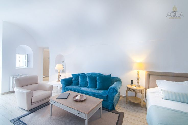 Book your stay at the Traditional Cave Suite, for a splendid holiday experience in Santorini – Luxury living the Theran way! #aquasuites #luxurystay