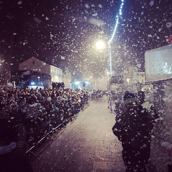 Were you catching snowflakes in #Waterford last night... Magically snowing courtesy of @Keithpbarry
