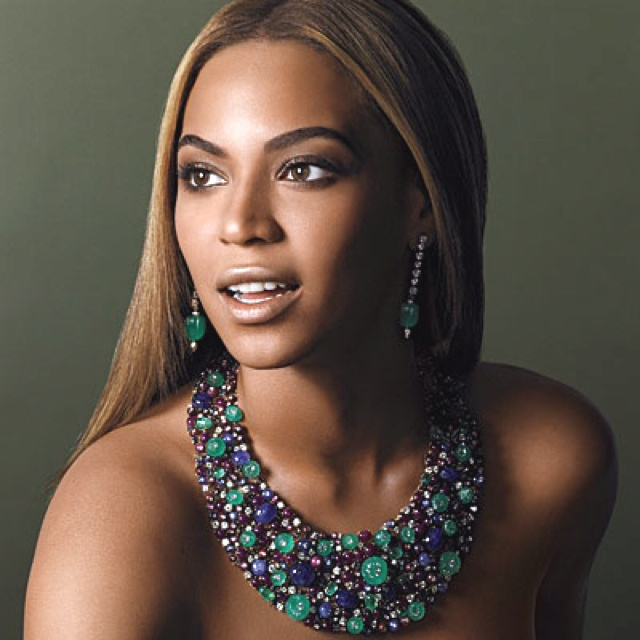 Beyonce wearing a wonderful gemstone necklace and earring set