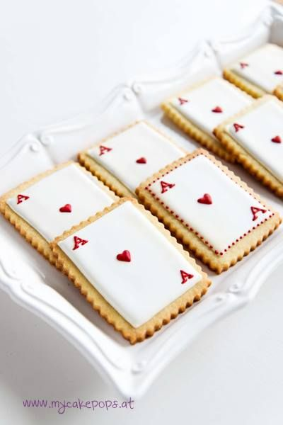 Queen of Hearts~ Cookies - For all your cake decorating supplies, please visit craftcompany.co.uk