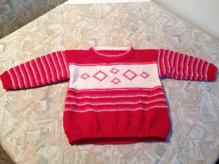 Red-white striped hand knitted kids sweater with diamond motif - Rood-wit gestreepte handgebreide kindertrui met ruitmotief
