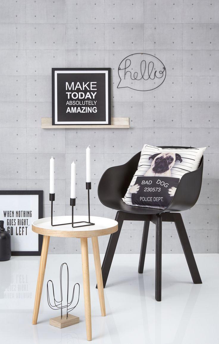 Een zwart wit interieur is alles behalve saai! Combineer het zwart-witte met accenten van verschillende materialen, zoals hout of ijzer. #kwantum #stoel #newyork #zwartwit #wonen #interieur