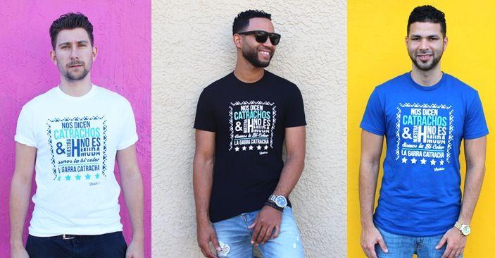 Inspirada en crear algo innovador para apoyar a nuestra querida H, uno de los apodos que tiene la selección nacional de fútbol Hondureño, Ana diseñó esta camisa que habla del espíritu de la selección Catracha y sus diferentes sobrenombres. Esta camisa es perfecta para aquellos que quieren apoyar a la selección con un toque moderno y fresco. <i>*100% Algodón</i><i>*Modelo viste talla M </i><i>*Corte tallado</i><i>*Lavar con agua fri...