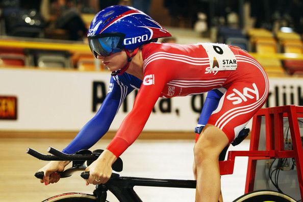Laura Trott Photos - Laura Trott of Great Britain prepares to start the Individual Pursuit round of the Women's Omnium during day three of the 2011…