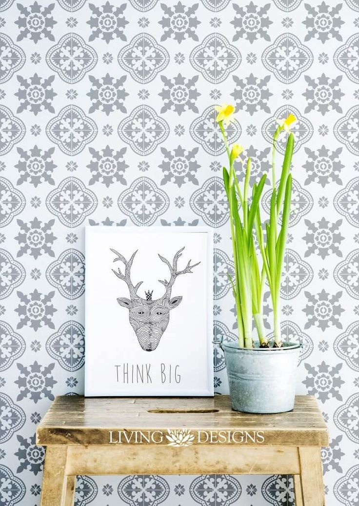 ¿Quieres tus paredes con papel tapiz o vinilos pero a un costo mucho menor? Pínta y decora al mismo tiempo con plantilla decorativa de gran formato y crea patrones