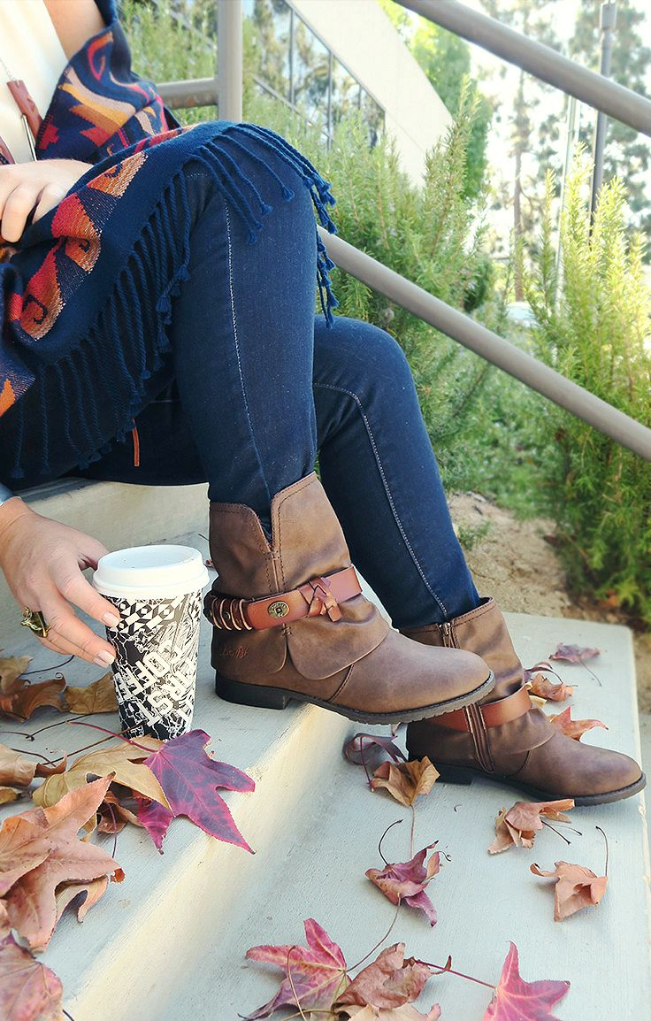 But first, Blowfish style Tram in Coffee. We love everything Fall! Especially getting to cuddle up with a warm blanket, throw on a fave pair of our skinnys and booties & surround ourselves w/ autumn colors & leaves! Oh, & don't forget the coffee! Perfection!