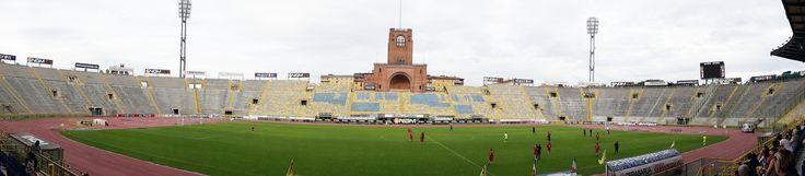 @Bologna La curva Andrea Costa è intitolata a Giacomo Bulgarelli, storico numero 8 rossoblù, scomparso il 12 febbraio 2009 mentre dalla parte dei distinti centrali si trova il simbolo dello stadio: la Torre di Maratona. Con 38.279 posti a sedere è l'ottavo stadio d'Italia per capienza #9ine