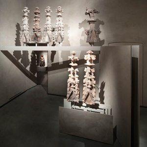 Sistemi espositivi Museofab per allestimenti museali. Espositori per terminali di colonne, Museo del Duomo di Milano