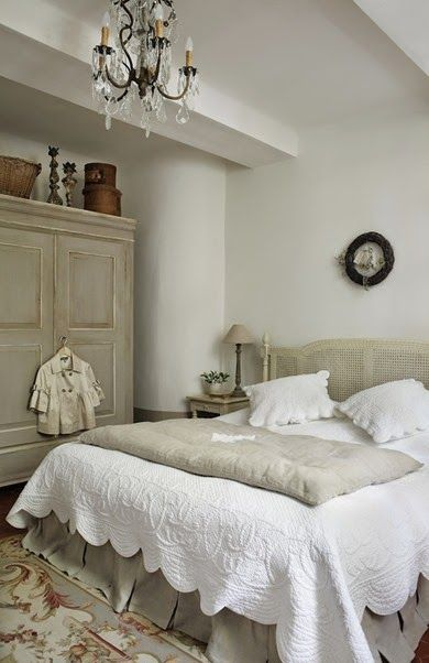 Beautiful bedroom - lovingly repinned by www.skipperwoodhome.co.uk