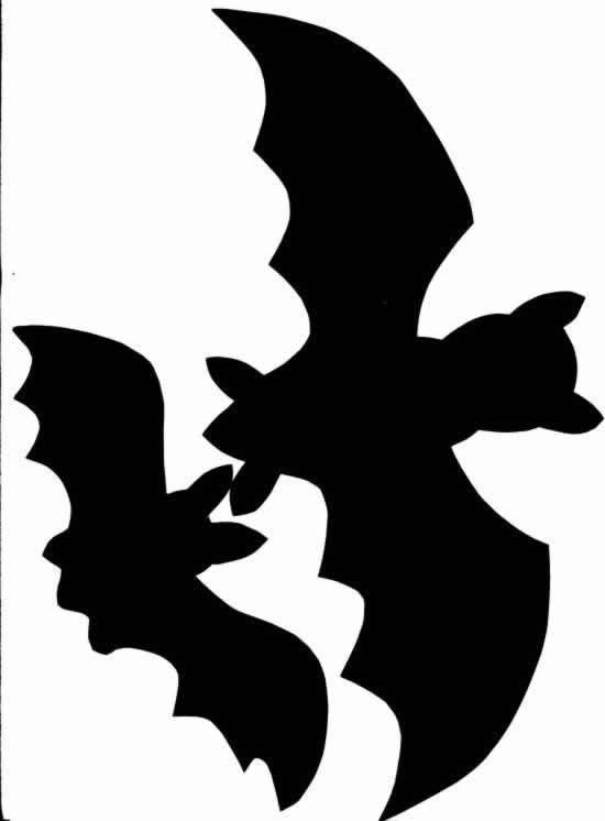 Halloween, pompoenen, spoken, heksen, bezemstelen, dracula en natuurlijk niet te vergeten de vleermuizen. Heel leuk en eng om te knutselen, een mobiel van vleermuizen.... Zoek een grote tak waaraan je de vleermuizen kunt hangen. Knip uit het zwarte papier vleermuizen, je kunt ook het patroon uitprinten. Maak de vleermuizen met nylon draad vast aan de tak. Hang de tak op een donker plekje in je kamer, als het licht er dan op schijnt en ze wiebelen een beetje is het net echt....