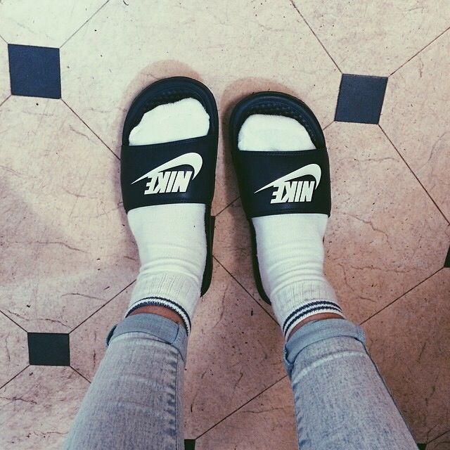 explorar Geología pelo  Nike benassi sliders | Nike slides, Nike benassi, Nike slippers