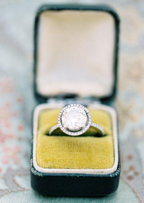 diamondCircles, Round Diamonds, Boxes, Future Husband, Diamonds Rings, Engagementrings, Wedding Rings, Dreams Rings, Diamonds Engagement Rings