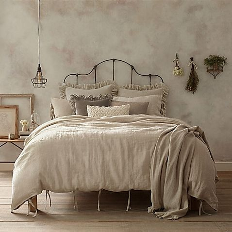 Add a touch of understated luxury to your bedroom with the casual yet cozy Wamsutta Vintage Washed Linen Duvet Cover. Crafted from the finest Belgian flax, the ultra-soft linen bedding instantly brings a relaxed, lived-in look to any room's décor.