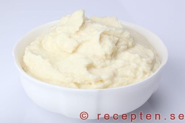 Recept på Blomkålsmos. Supergott och enkelt! Bra LCHF-alternativ till potatis, pasta och ris. Bilder steg för steg!