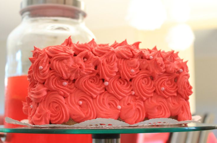 Black forest roses cake, Minnie mouse party