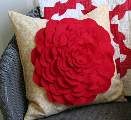 Tutorial for flower pillow.... for my red and white Ohio Star quilted bed!  (Different background fabric of course!)