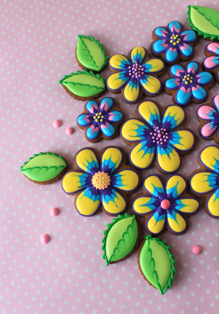 Julia M Usher, Recipes for a Sweet Life, decorated cookies, marbling, wet on wet daisy and leaf cookies