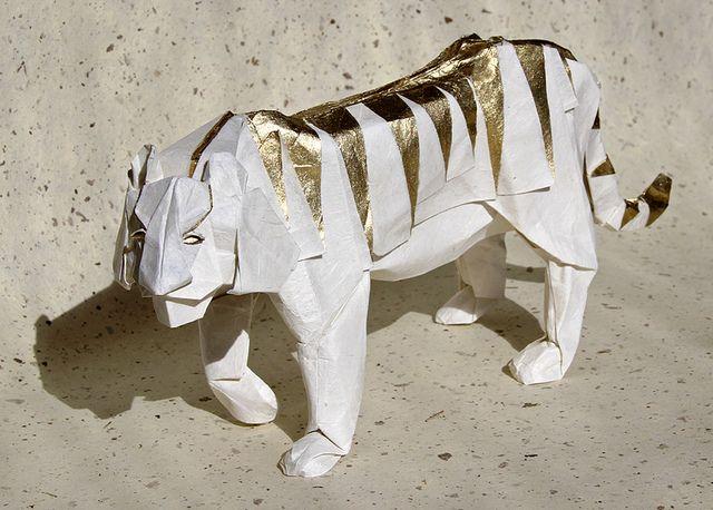 Design by Hideo Komatsu. Folded by F. Sanapanya. Kozo paper. Size: 60 x 60 cm.