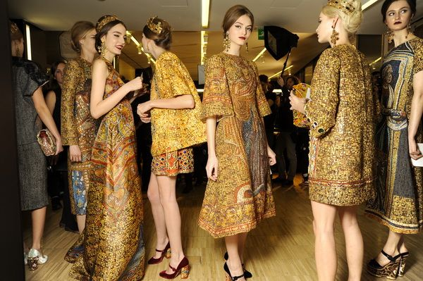 Backstage-at-the-Dolce-Gabbana-2014-Fall-Winter-Womenswear-Collection-Show-Makeup-Tips_23