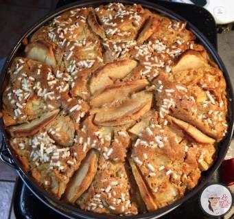 La torta di mele si sa, piace un po' a tutti, ne esistono migliaia di ricette, e anche io ne ho già pubblicate un paio. Questa è quella che preferisco in assoluto!!! Con zucchero di canna, fa…