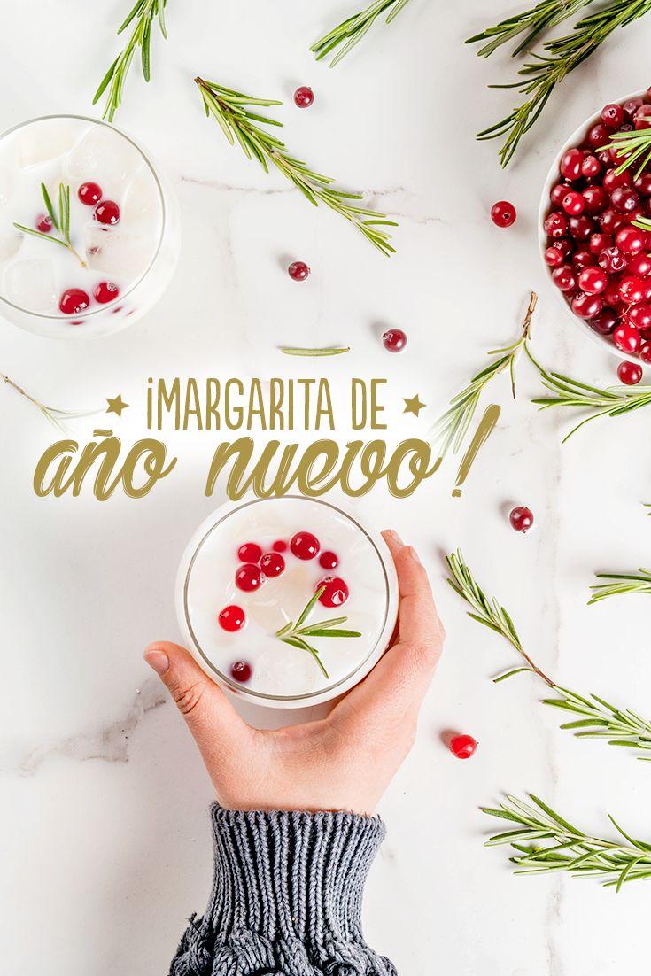 En la licuadora agrega 1 taza de hielo, ½ taza de leche de coco, ½ taza de jugo de limón, 1 shot de tequila, 1 chorrito de Vainilla Molina, licuamos y ¡listo!  Decora con cerezas y romero ¡te encantará!