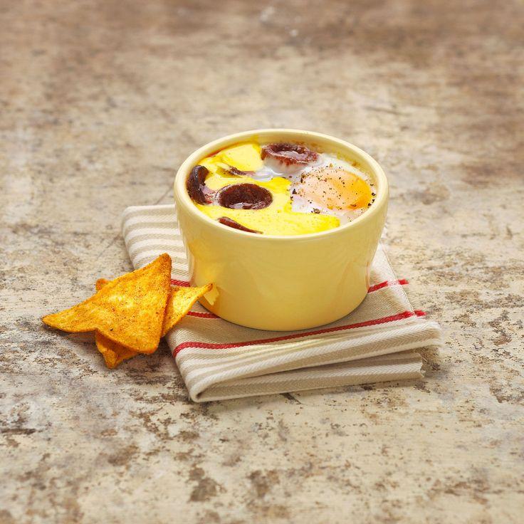 Découvrez la recette Œuf cocotte à la mousse de safran et au chorizo sur cuisineactuelle.fr.