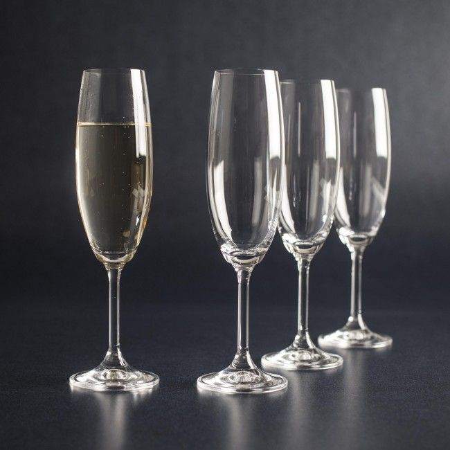 The Bohemia Lara Wine Glass has a contemporary design that will fit into your everyday entertaining.