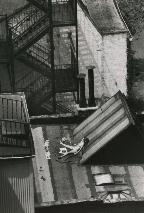 André KertészSunny Day, New York, August 12, 1978                                                                                                                                                                                 Mais
