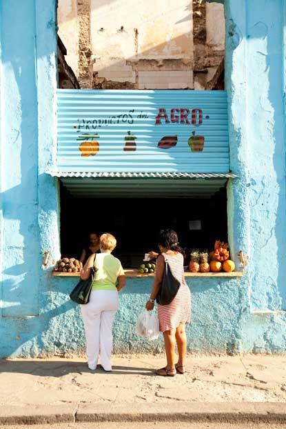 Juice stand . Havana