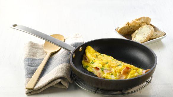Oppskrift på Omelett med ost og skinke