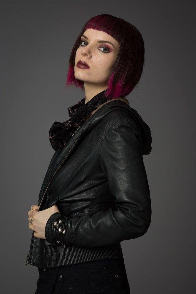 Molly (Sianoa Smit-McPhee)