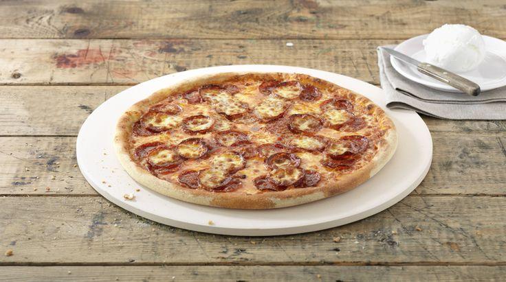Pizza «Salami Passion» – Tomato sauce, Mozzarella, Pepperoni (salami) – Sizes: S - 25cm, M - 30cm, L - 35cm