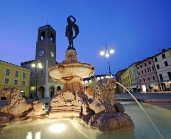 Fontana della Fortuna - Fano #fano #fanitudine #destinazionemarche #ilovemarche #marche #piazze #fontane