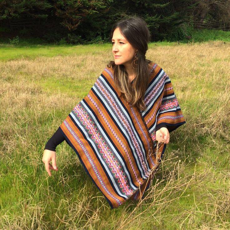 poncho diseñado en textil boliviano y lana de oveja