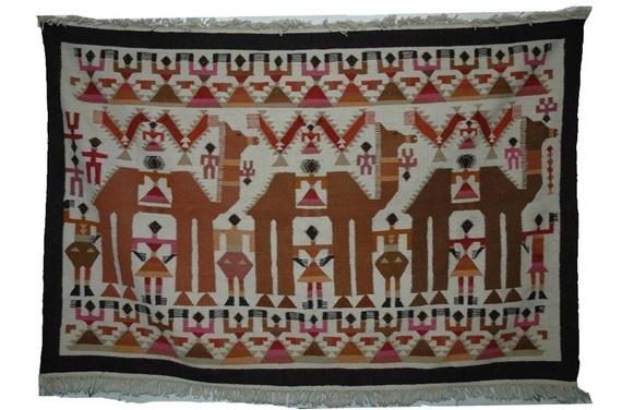 tapisserie murale de l 39 artisanat tunisien tapis kilim pinterest kilims et d coration. Black Bedroom Furniture Sets. Home Design Ideas