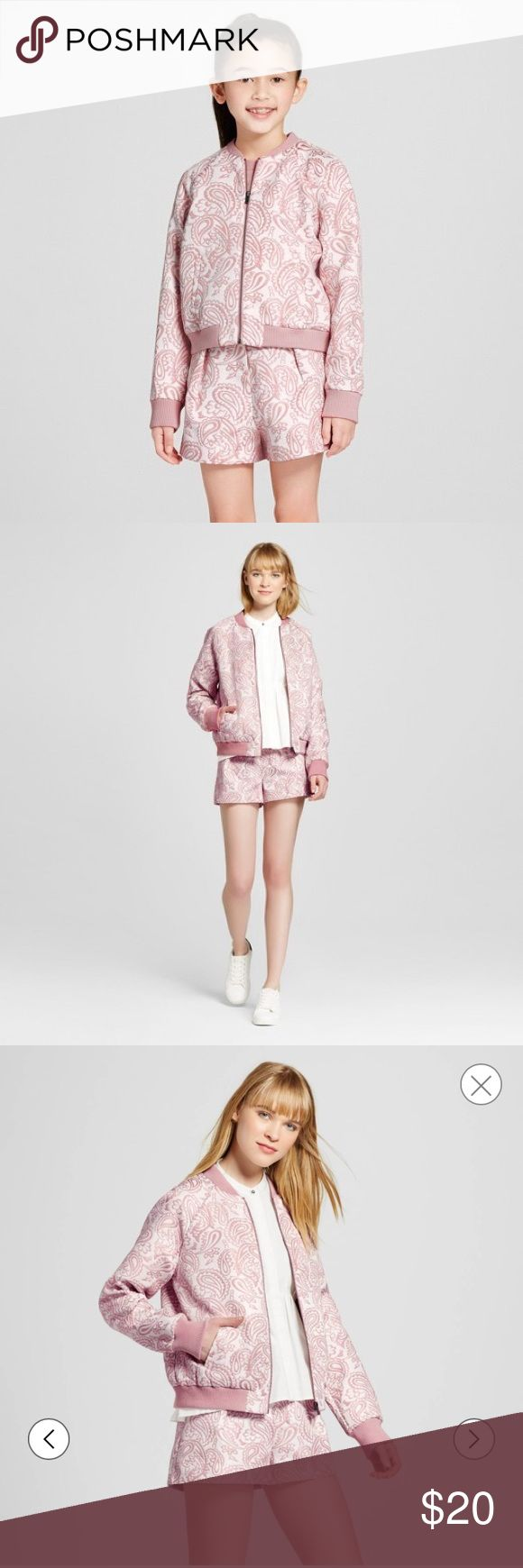 Girls' Jacquard Bomber Jacket Victoria Beckham A sweet spin on a hot new trend, this Girls' Blush Floral Jacquard Bomber Jacket by Victoria Beckham for Target is an essential lightweight jacket that she'll want to wear every day. The Victoria Beckham collection for Target celebrates the shared experiences between Victoria and her daughter. The result is a look that's fashionable, yet free-spirited and timeless. Sizing: Kids XL Pattern: woven pattern Material: 52% Polyester, 48% Cotton…