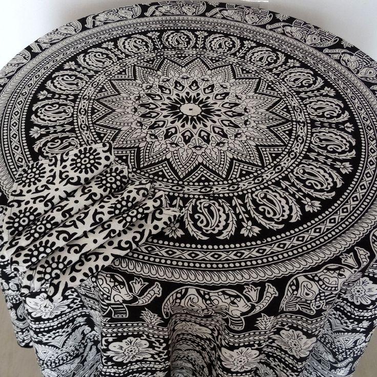 Nappe ronde 6 personnes en coton imprimé noir et blanc à motif mandala : Textiles et tapis par akka-accessoires